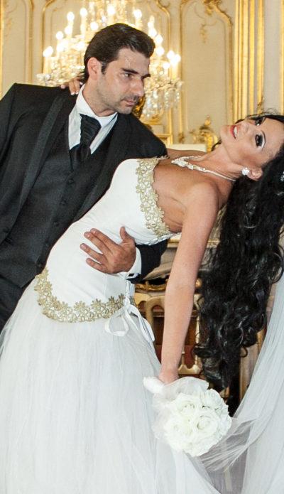 Modellünk saját egyedi tervezésű menyasszonyi ruhája