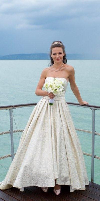 Csodaszép Menyasszonyunk Lovász Márta által tervezett ruhájában!